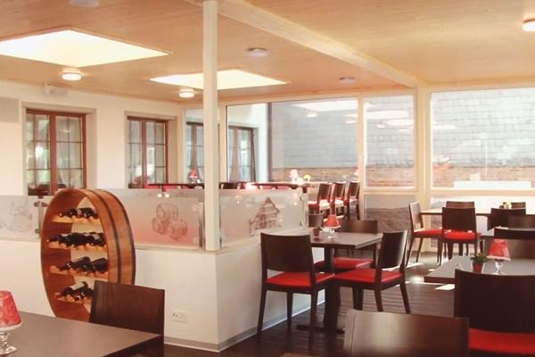 restaurant-00457B55739-313E-A42B-184D-8E57CF2D9116.jpg