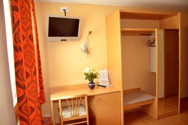 hotel-005385D068C-B1C0-F425-77C6-A6ED891FE9B0.jpg